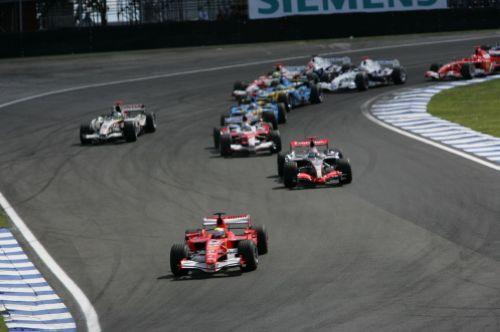 图文:马萨夺取F1巴西站冠军 激烈的竞争