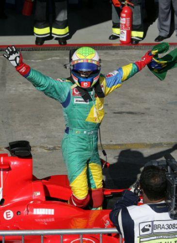 图文:马萨夺取F1巴西站冠军 庆祝在家乡夺冠