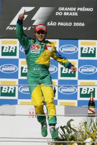 图文:马萨夺取F1巴西站冠军 胜利者的舞蹈