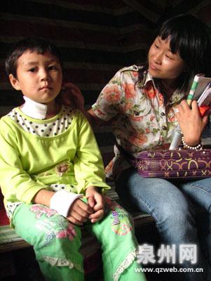 10月22日,6岁女孩小凤将大便拉在裤子里,洗裤子的母亲越想