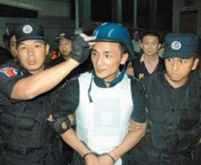 """台湾""""云林黑道王子""""逃亡18年后被押返(图)"""
