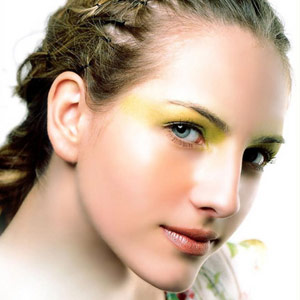扼杀细纹:女性绝对不能这样用眼霜