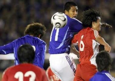 图文:中国国奥0-2日本国奥 苑维玮争顶