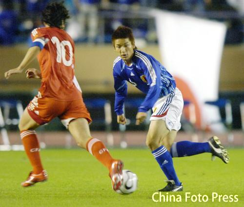 图文:对抗赛国奥0-2不敌日本 陈涛积极防守