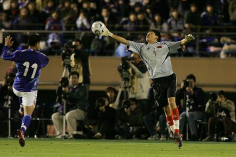 图文:对抗赛国奥0-2不敌日本 王大雷一手遮天