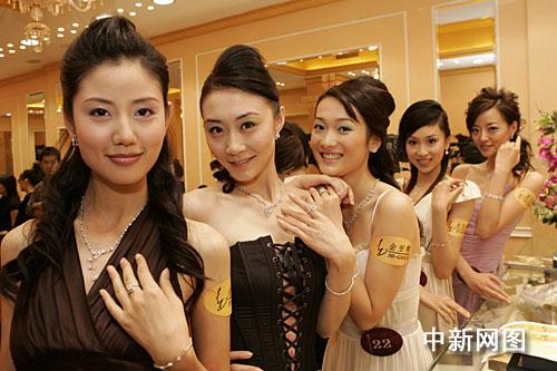 中华小姐香江备总决赛 周慧敏张铁林担任评委