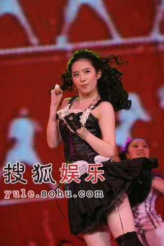 独家:刘亦菲热舞过后气喘吁吁 青春气息惹人爱