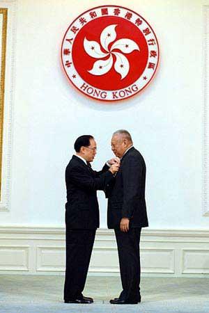 香港回归后举办第9次授勋 董建华获大紫荆勋章