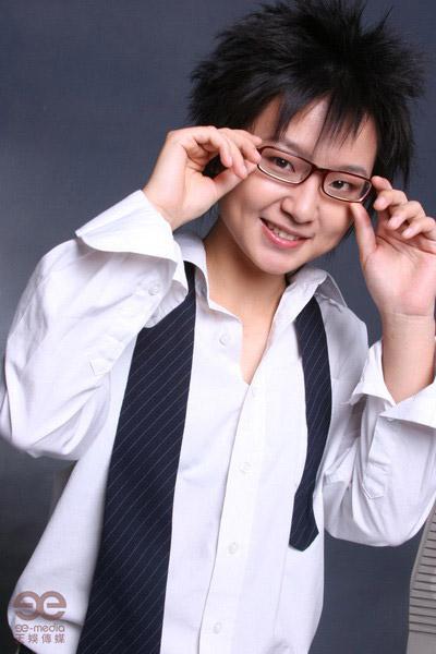 华语歌曲排行榜新加坡举行 周笔畅成全能艺人