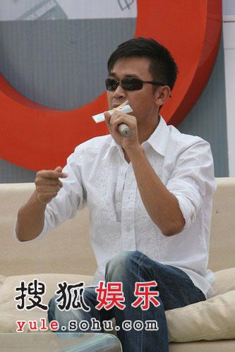 王学兵恋上唱歌 与谢雨欣祝蒋勤勤陈建斌得奖