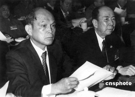 香港舆论称霍英东爱国至诚为人谦厚