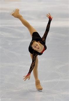 花样滑冰中国选手_图文:花滑大奖赛美国站 浅田舞在比赛中-搜狐体育