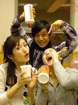 赖声川北京过生日 何炅带头干掉12瓶白酒(图)
