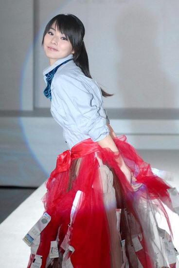 陈怡蓉妩媚裙装是发票创意服装另类风情(图)