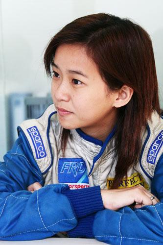 专访22岁美女车手李静雯 成为女F1车手目标太远