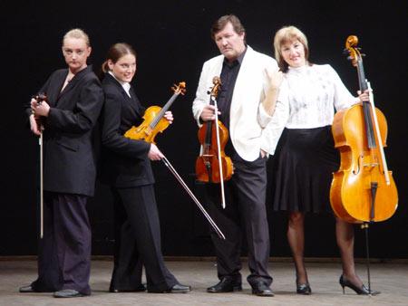我的童年(弦乐四重奏第3号),埃米尔·克塞托:小提琴,中提琴和大提琴三