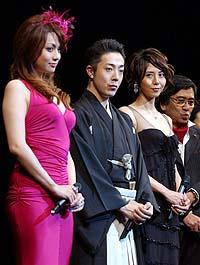 松岛菜菜子宣传《犬神一族》 电影节画龙点睛
