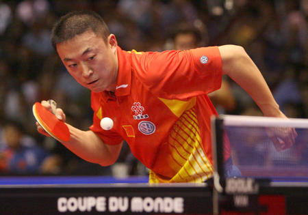 图文:男乒世界杯 马琳在比赛中