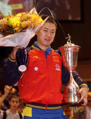 图文:男乒世界杯 马琳在领奖台上