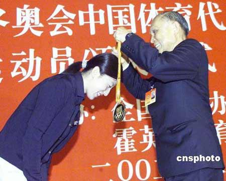 通讯:广州白鹅潭矗立霍英东不朽传奇(图)