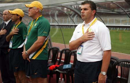 图文:亚青赛中国1-0澳大利亚 澳队教练组