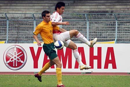 图文:亚青赛中国1-0澳大利亚 杨旭被侵犯