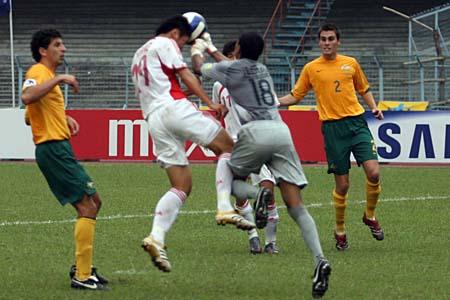 图文:亚青赛中国1-0澳大利亚 杨旭受伤瞬间