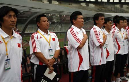 图文:亚青赛中国1-0澳大利亚 中方教练组