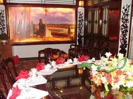 长沙工商勒令挂毛泽东画像的人民公社餐厅整改
