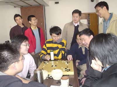 组图:前方古力胡耀宇出战 后方众高手集体研究