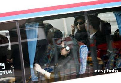 图:霍英东灵柩运返香港