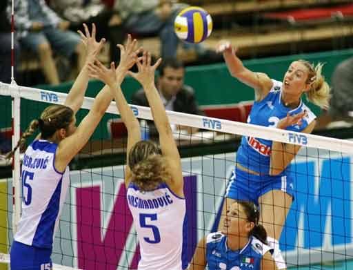 图文:女排世锦赛意大利1-3塞黑 托尼在进攻