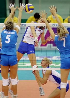 图文:女排世锦赛意大利1-3不敌塞黑 双人拦网