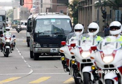 霍英东遗体昨日下午运抵香港 初定下周出殡(图)
