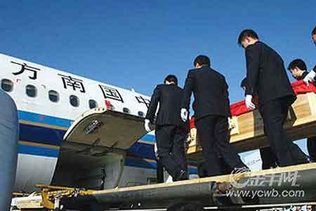 灵柩覆盖国旗霍英东遗体昨回港 11月7日公祭