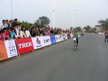 八旬老人和11岁儿童参加杨桂林家庭自行车赛