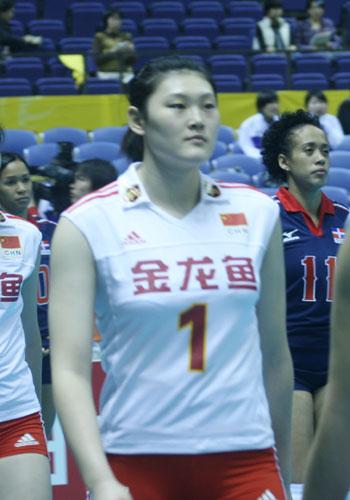 图文:女排世锦赛次日 王一梅跑步入场