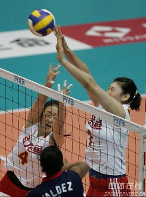 图文:女排世锦赛3-0多米尼加 王一梅拦网