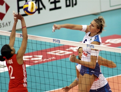 图文:女排世锦赛次日 意大利主攻重扣对手
