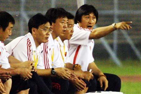 图文:亚青赛中国VS阿联酋 贾秀全有点着急