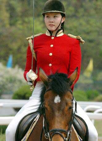解密大连美女骑警的生活图 搜狐新闻