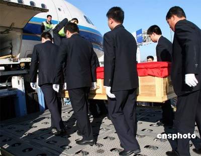 中国内地官员及社会各界悼念霍英东唁电飞至