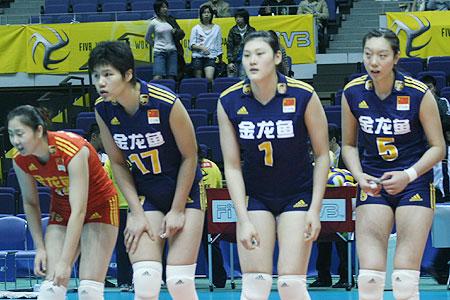 图文:女排世锦赛第三日 女排姑娘致谢观众