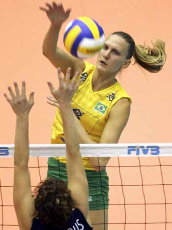 图文:女排世锦赛巴西3-1荷兰 巴西队员扣球