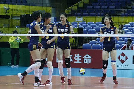 图文:女排世锦赛第三日 中国队庆祝得分