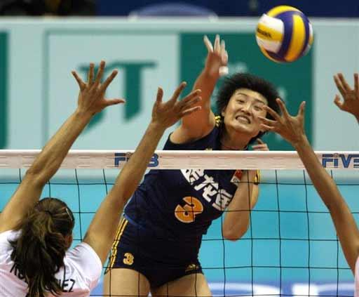图文:女排世锦赛中国3-0墨西哥 杨昊重扣瞬间