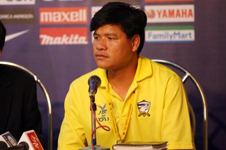 图文:亚青赛中国VS泰国 泰国队主教练