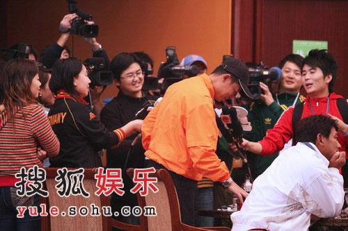范冰冰踹记者风波未平 王志文又对媒体摆臭脸