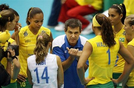 图文:巴西3-0大胜美国 巴西主帅布置战术