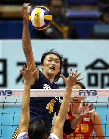 图文:中国1-3不敌德国 刘亚男吊球瞬间